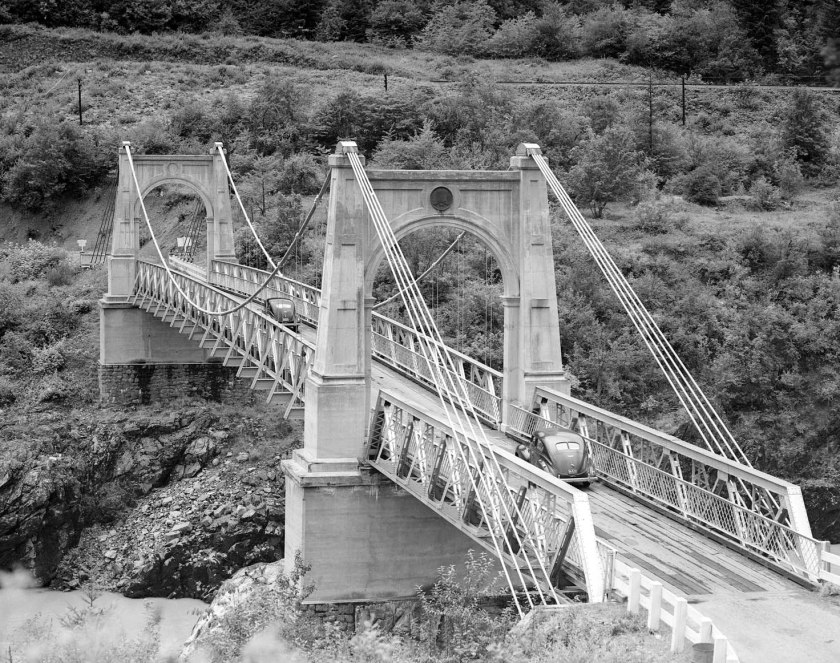 alexandra bridge over fraser river at spuzzum (1944)_01